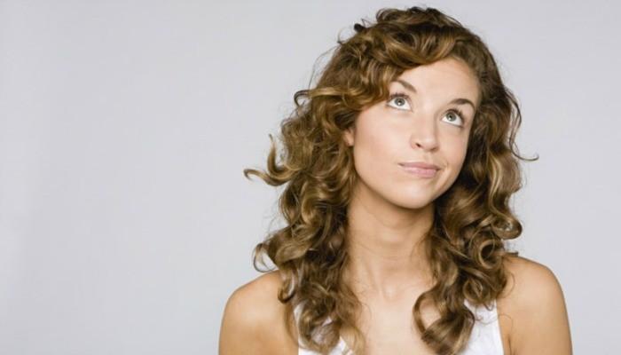 mujer-pelo-rizado-700x400